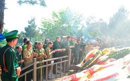 Dòng người đội nắng viếng mộ Đại tướng Võ Nguyên Giáp