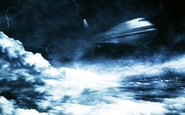 """Máy bay sẽ ra sao khi """"đụng độ"""" bão tố trên trời"""