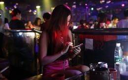 Thâm nhập cuộc sống của những cô gái làm nghề mua vui ở hộp đêm