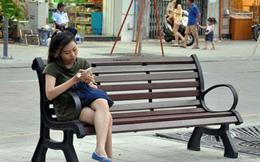 Ngắm hàng ghế làm từ gỗ 100 tuổi trên phố đi bộ đẹp nhất VN