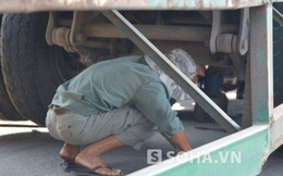 Nâng xe container đưa thi thể bé 9 tuổi ra ngoài