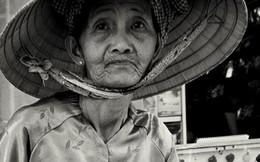 Suy ngẫm: Lời xin lỗi bà lão bán vé số và câu chuyện dạy con của người mẹ Việt