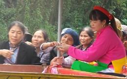 """Cảnh đếm tiền trên sông Yến tại """"thuyền văn hóa"""""""