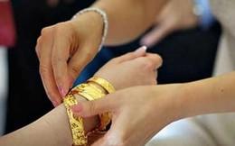 Kiên quyết đòi bốn chỉ vàng quà cưới