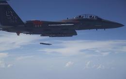"""""""Đại bàng"""" F-15 thử vũ khí phá hủy xe tăng T-72"""