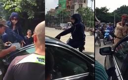 Một phụ nữ đeo kính đen, trèo lên nóc ô tô đánh ghen giữa phố HN
