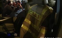 Áo phản quang của CSGT, kim tiêm dính máu trong xế hộp