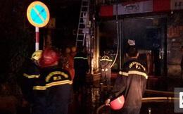 Biệt thự cổ ở Hà Nội bốc cháy, hàng chục người tháo chạy