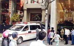 Rơi vào khe hở 2 khách sạn, khách nước ngoài tử vong