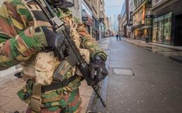 Kẻ tổ chức tấn công Paris đang đeo chất nổ lẩn trốn ở Brussels