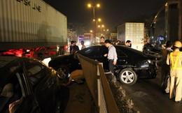 Bị xe container đâm văng, Camry lao thẳng vào xe Civic