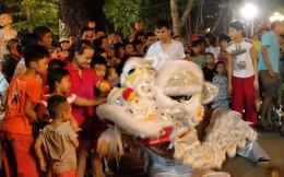 Hà Nội: Múa lân xin tiền tự phát mùa trung thu kiếm cả triệu/đêm