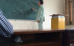Xúc động thầy mặc áo bệnh nhân trên giảng đường ĐH Bách Khoa