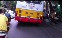"""Phản cảm xe """"buýt nghiêng"""", Hà Nội tìm cách khắc phục"""