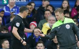 """Guus Hiddink tím mặt vì fan Chelsea làm chuyện """"ngu ngốc"""""""
