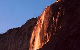 Kỳ lạ dòng 'thác lửa' phun nước đỏ rực như nham thạch