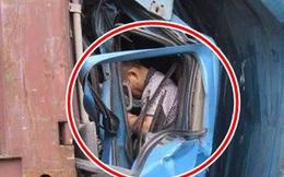 Tài xế container chết ngay trong buồng lái bẹp dúm sau khi đâm đầu vào chiếc xe đằng trước