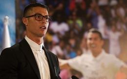 Ronaldo gặp rắc rối vì cặp kính từng bị chế giễu