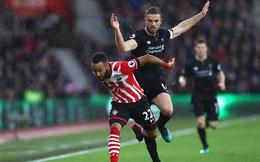 """Vô duyên đến """"cạn lời"""", Liverpool bất lực trong màn mưa"""