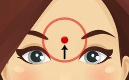 Nhấn mạnh vào vị trí này trên trán trong khoảng 60 giây, bạn sẽ thấy ngay tác dụng