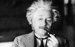 Ngoài sự thông minh, bạn nghĩ Einstein còn được biết đến nhờ điểm gì?