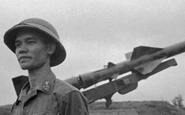 Ba quả tên lửa Liên Xô bắn rơi bốn máy bay Mỹ