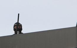 """Đức: Lực lượng chống khủng bố bao vây tay súng """"người đầy máu"""" lao vào nhà hàng"""