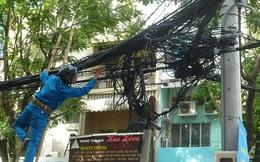 7 ngày qua ảnh: Cảnh tượng dây điện chằng chịt ở Hà Nội lên báo Anh