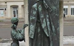 Lý do nào thôi thúc người Đức cúi đầu trước bức tượng chiếc áo lính Liên Xô?