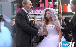"""Đám cưới """"lệch pha"""" bị người qua đường đổ xô vào... """"can thiệp"""""""