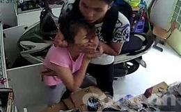 Bắt băng cướp dí dao vào cổ cô gái gây án giữa ban ngày ở Sài Gòn