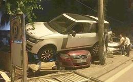Hà Nội: Hy hữ xe sang Range Rover lao lên nằm gọn trên nóc của ô tô khác