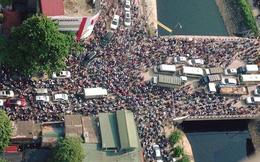 Nghịch lý giao thông Hà Nội: Tắc đường dân kêu, cấm xe dân… than!