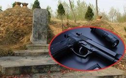 Mơ thấy mình sắp chết, ông lão 70 tuổi cầu xin cảnh sát đến mộ mẹ làm một việc khó tin