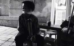"""Xôn xao câu chuyện cậu bé 10 tuổi hút thuốc lào """"mua vui"""" ở Sapa"""