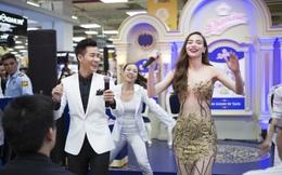 MC Nguyên Khang và Hà Hồ nhảy tưng bừng