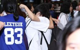 Yesung đến Việt Nam, nhiều fan xúc động ôm nhau khóc