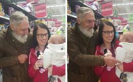 Cụ già đòi mua búp bê tặng bé gái xa lạ và sự thật rơi nước mắt
