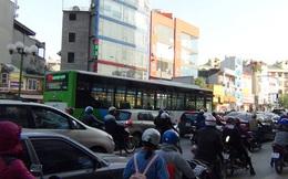 20 xe buýt nhanh BRT chạy thử nghiệm trong cảnh ùn tắc