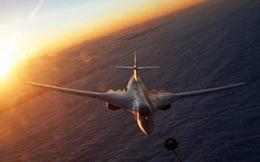 [VIDEO] Tiếp liệu trên cao 5.000 m cho Tu-160 Nga đang bay 600 km/h