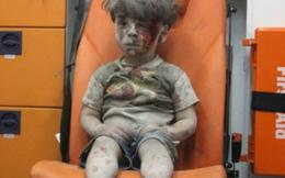 """Tác giả ảnh """"em bé Syria"""" ủng hộ nhóm nổi dậy cắt cổ trẻ em"""