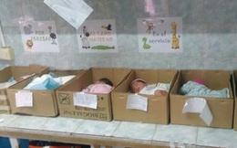 Venezuela khủng hoảng kinh tế: Trẻ sơ sinh bị đặt trong hộp giấy
