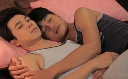 Quang Tuấn vô tư ôm ấp bạn diễn nam sau khi vừa lấy vợ
