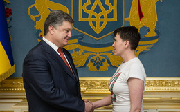 Tổng thống Ukraine Poroshenko bị đề nghị nhường chức cho cựu nguyên thủ bị lật đổ