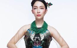 Ngắm Linh Nga gợi cảm khi mặc áo dài xuyên thấu