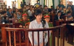 Cô gái cởi áo lăng mạ CSGT bị 9 tháng tù giam