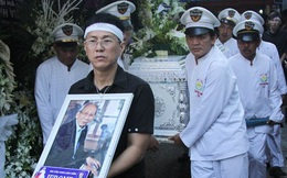 Hàng trăm người tiếc thương tiễn đưa nhạc sỹ Nguyễn Ánh 9