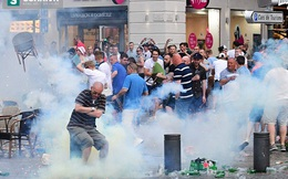 Fan ĐT Anh bạo loạn, tẩn nhau với cảnh sát như phim hành động