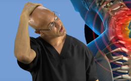 Bị đau cổ do ngủ sai tư thế hoặc ngồi nhiều, làm ngay 3 động tác đơn giản chỉ hơn 1 phút