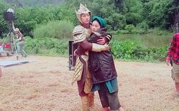 Lộ ảnh bạn gái Cường Đô La ôm chặt Isaac khi không quay phim